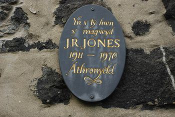 Plac_ar_Dŷ_J_R_Jones_Stryd_Penlan_Plaque_on_the_House_of_J_R_Jones_-_geograph.org.uk_-_643720