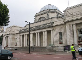 800px-National_museum_Cardiff_front