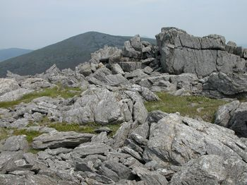 Crags_on_summit_of_Mynydd_Graig_Goch_-_geograph.org.uk_-_196667