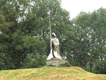 Monument_to_Llywelyn_Ap_Gruffydd_Fychan_-_geograph.org.uk_-_404189